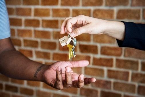העברת מפתח של בית